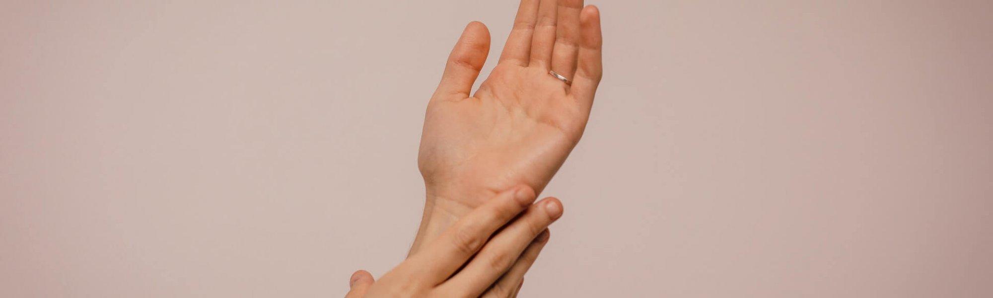 streicheln-schützt-vor-stress-praxis-achtsamkeit-anka-bergmann